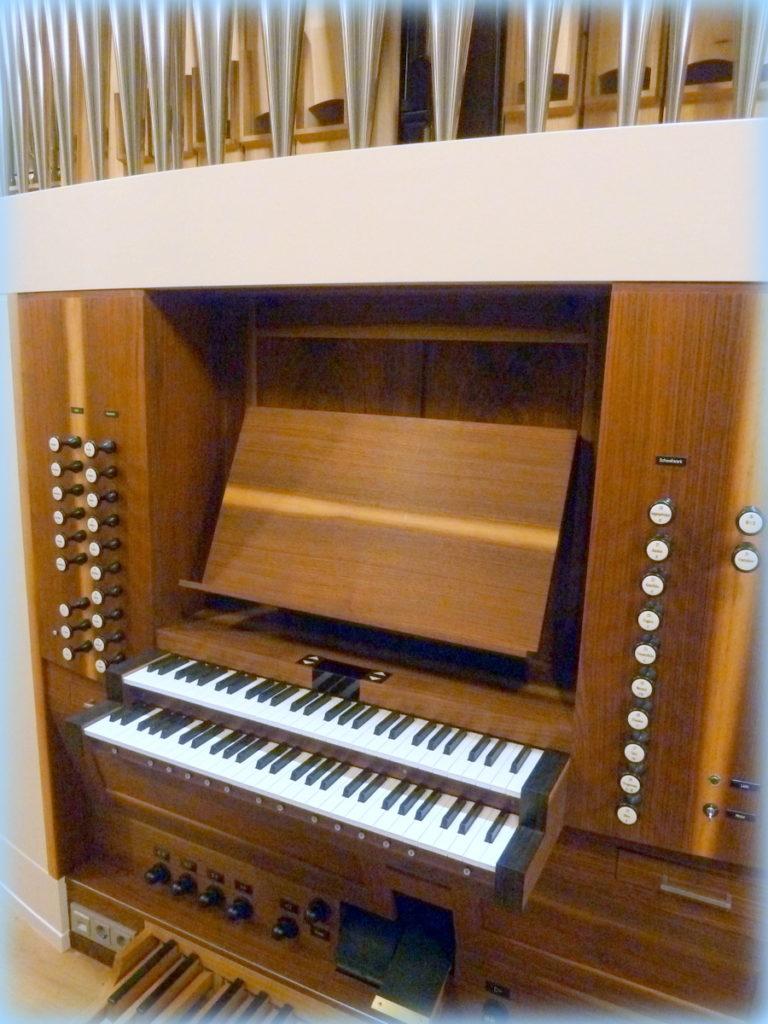 Spieltisch der Rensch-Orgel Nußloch
